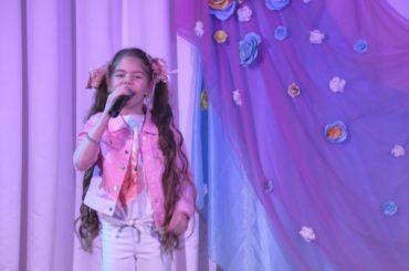 С любовью и благодарностью: для жительниц Янино состоялся праздничный концерт