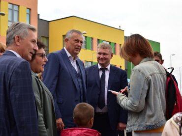 В ходе рабочего визита в Янино-1 губернатор Ленобласти Александр Дрозденко посетил новый детский сад «Леголяндия» на 176 мест