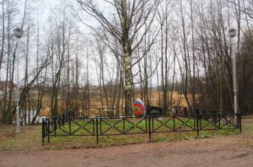 Завершилось благоустройство территории возле мемориала в Новосергиевке
