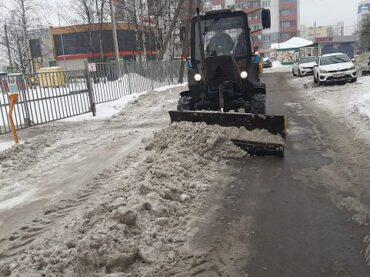 1 000 кубов снега вывезли за сутки с дорог поселения