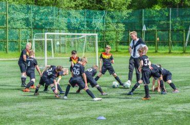 Наши футболисты продолжают выступать на региональных соревнованиях