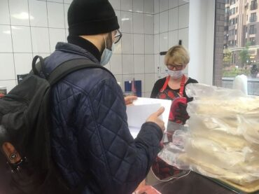 Санитайзеры, маски и градусники проверили в торговых точках Кудрово